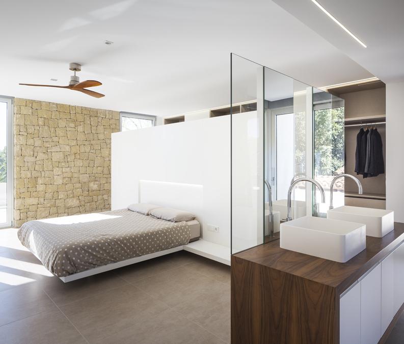 HOUSE C+J dormitorio y baño