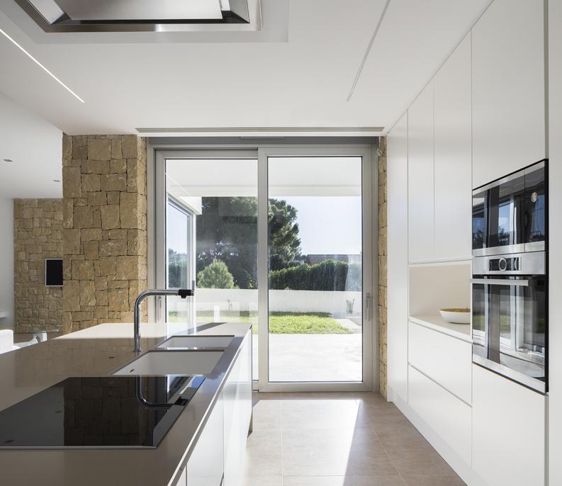 HOUSE C+J cocina con luz